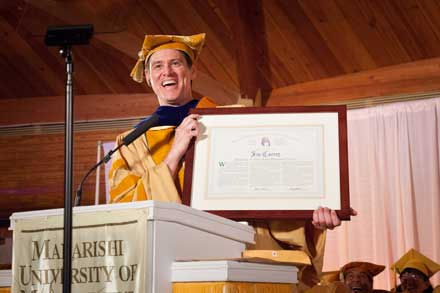 jim carrey mum, jim carrey commencement, jim carrey iowa, jim carrey fairfield